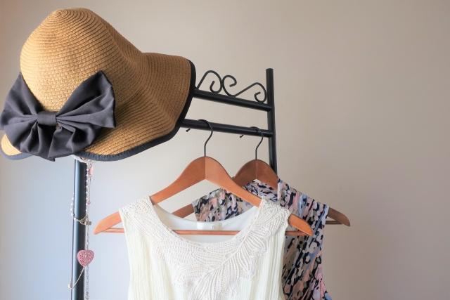 ワンピースと帽子